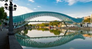 جسر السلام الزجاجى
