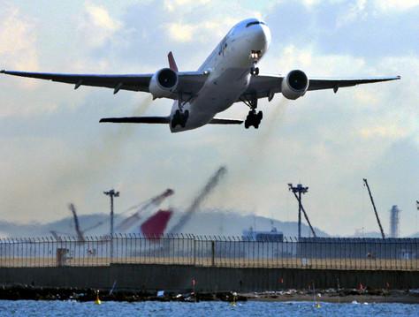 Photo of عادات يجب تجنبها عند السفر بالطائرة