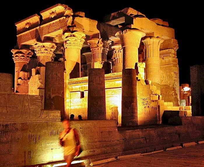 معبد ادفو بالصور