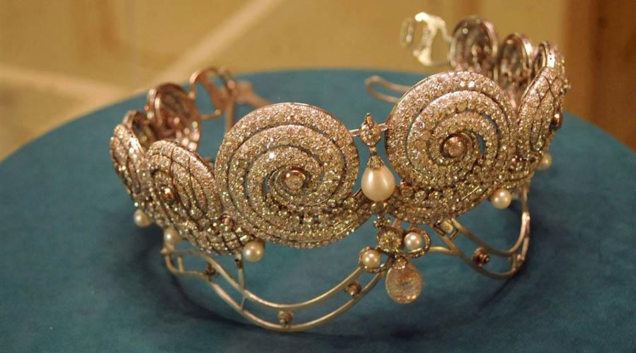 Photo of متحف المجوهرات الملكية مواعيد وأسعار الدخول وتاريخ المتحف