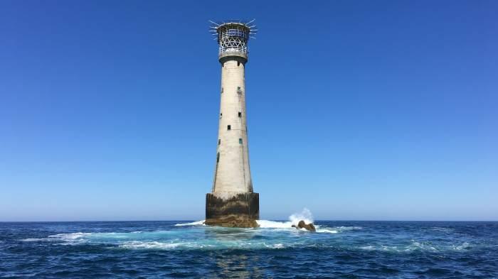 Photo of جزيرة بيشوب روك l بالصور تعرف على أصغر جزيرة في العالم .. معلومات عن جزيرة صخرة المطران