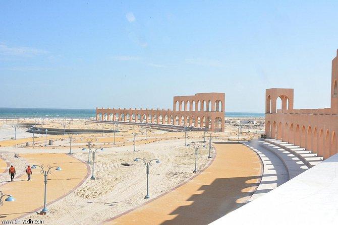 Photo of شاطئ العقير وأهم الأنشطة السياحية به