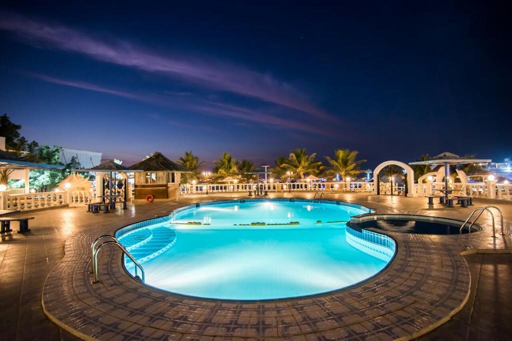 فندق شاطئ الكناري ينبع